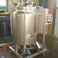 Behälter mit Magnetrührwerk zur Herstellung von Bioethanol / Vessel with magnetic agitator for production bioethanol