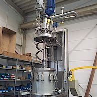 Koaxialrührmaschine mit Hubverfahreinheit / Coaxial-agitator with lifting unit