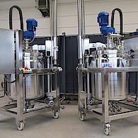 Rührmaschine mit Hubverfahreinheit für Pharmaindustrie / Agitator with lifting unit for pharmaceutical industry